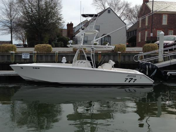 29' Jupiter 2009 - Yacht for Sale | Bluewater Yacht Sales