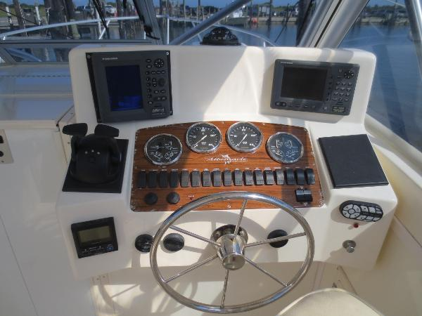 32' Albemarle 2002 - Yacht for Sale | Bluewater Yacht Sales